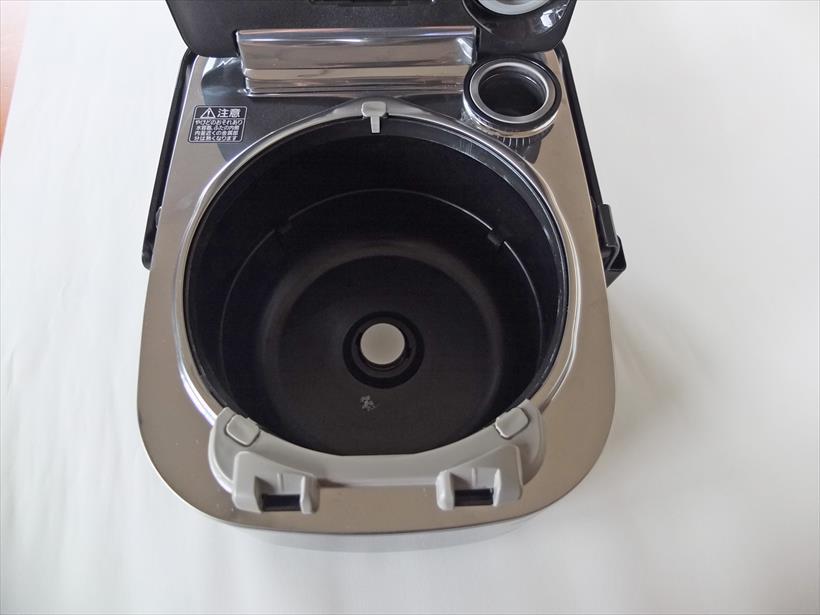 ↑フレームはフラットで、凸凹もあまり目立ちません。掃除はとてもしやすいです