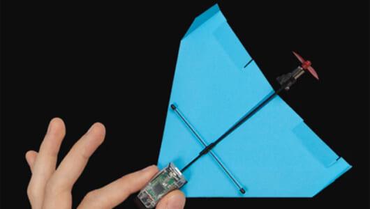 紙飛行機もスマホで進化していた! 不可能だった曲芸飛行を可能にした「POWERUP DART」