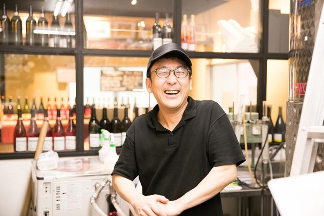 滋賀県の「ヒトミワイナリー」で経験を積んだ、醸造部長の上野浩輔さん