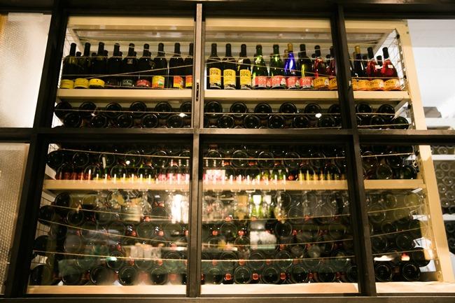 醸造所の片隅では、生産が終了したワインがひっそりと眠っていました