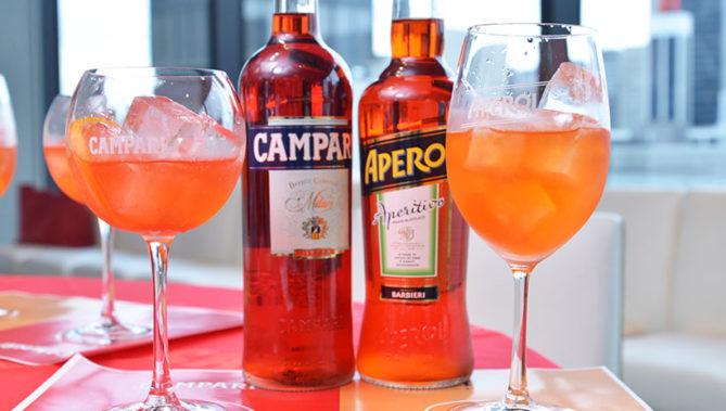 ↑左:カンパリは瓶1000ml・750ml・375ml・200mlを、右:アペロールは瓶700mlを9月1日より発売