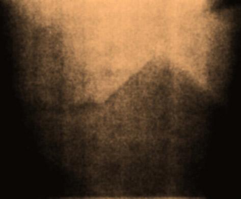 1972年12月、アポロ17号が月面探査中に捉えた巨大ピラミッド
