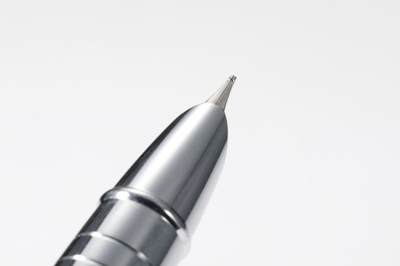 ↑ペン先は、根元部分をカバーしたデザインだ
