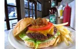 NY帰りの料理人が作るハンバーガーとは? 「NY中のお気に入りの店」を再現した勝どきのブラッセリー「SHARES」
