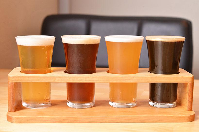 ↑飲み比べセット。この日は左からゴールデンエール、レッドエール、ベルジャンウィート、ドライスタウト。すべて一条寺ブリュワリーです