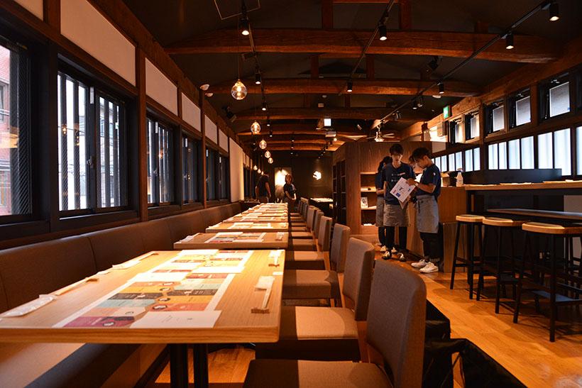 ↑2階。梁を残した設計になっており、和の要素が京都らしい風情を醸し出しています