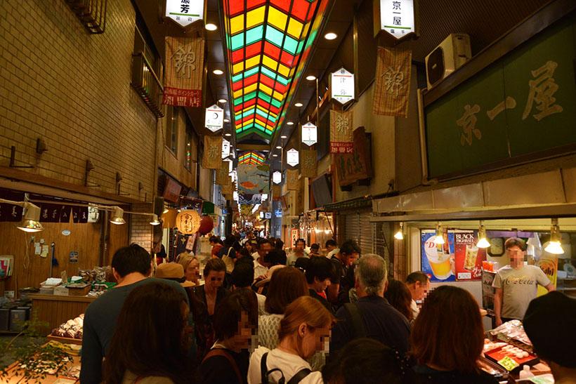 ↑先述した、SVBの近くにある「錦市場」。訪日外国人がきわめて多く、世界的な観光地である京都のすごさを感じます