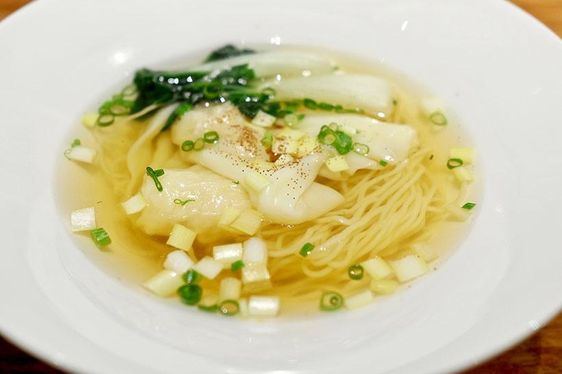 ↑海老ワンタン入り 香港麺スープヌードル