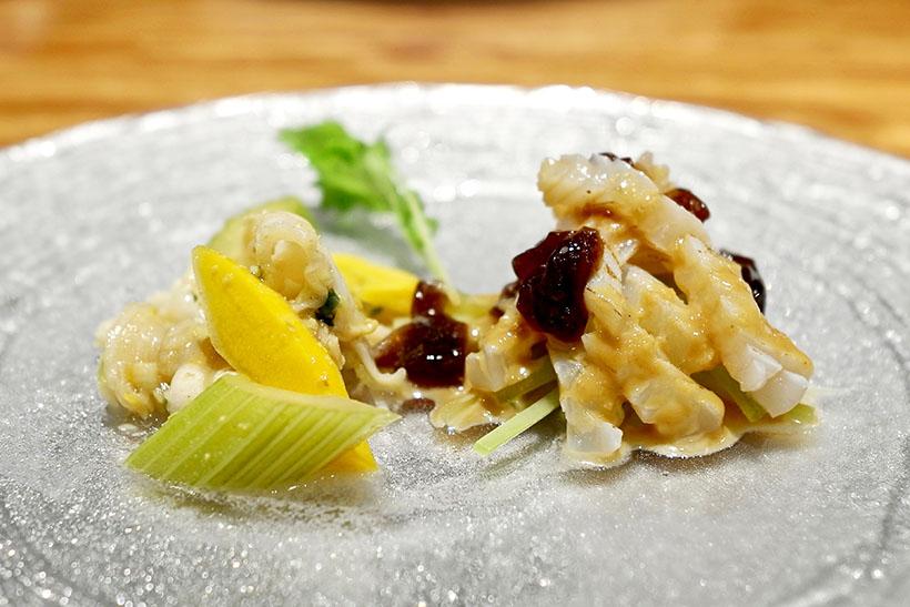 ↑ミル貝の広東野菜炒めとアオリイカに8年熟成の黒酢のジュレがけ