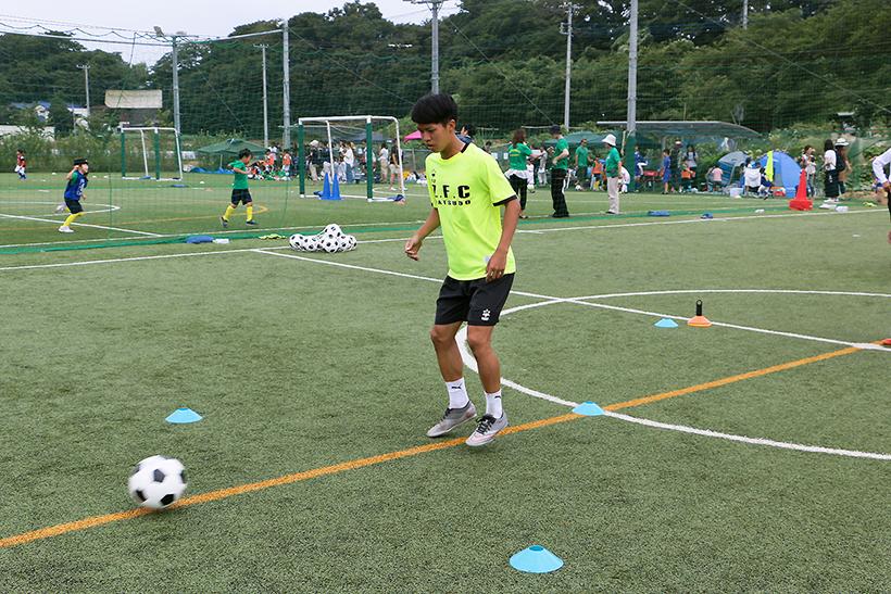 ↑ボールが来るタイミングに合わせて軽くジャンプする感覚でやると、ボールがまとまりやすい