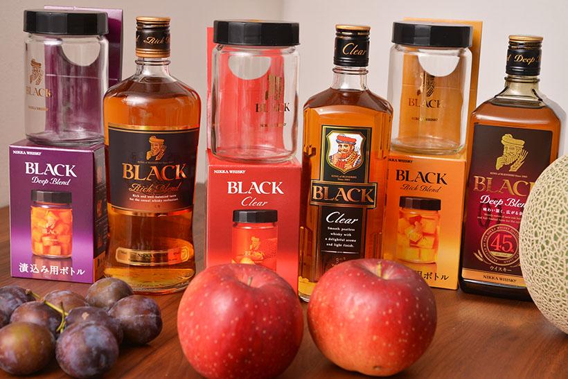↑公式ネットショップでは、漬込むための専用ボトルとウイスキーがセットになった商品が販売されています