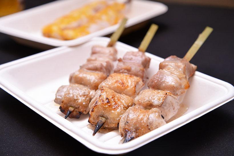 ↑「蒼天」(大塚)、「鳥恵」(上野)によるもも肉