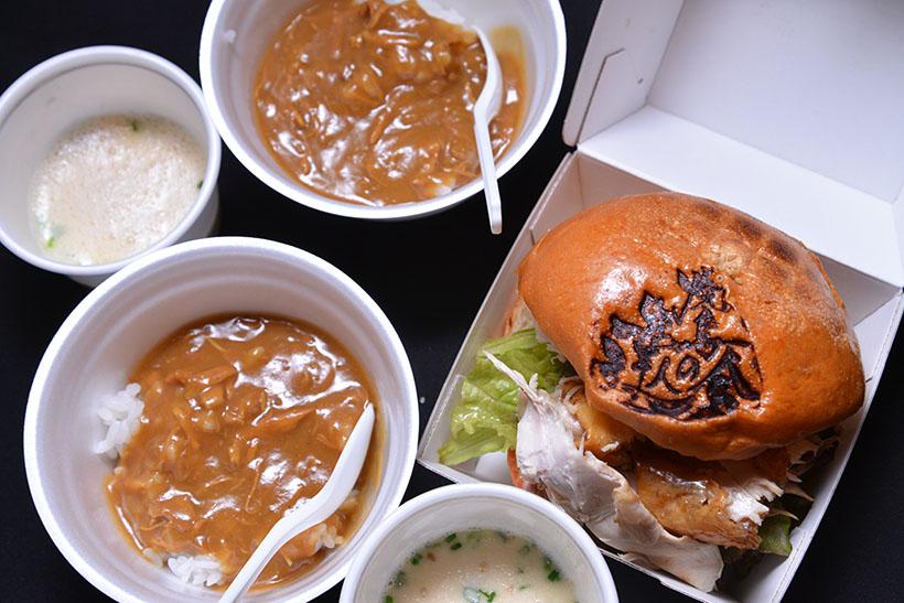 ↑〆はこちらの2品から選択。「鳥勝」(曙橋)のチキンカレー、「蘭奢待」(神保町)など4店舗によるチキンバーガー