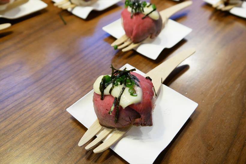 ↑こちらがロティサリーグリル&スモークで作った「ローストビーフ手毬(てまり)寿司。