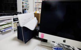 デスクがごちゃつきマックスなアナタへ。書類を一時退避する技アリツール2種をレビュー