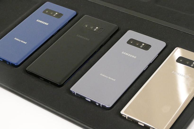↑Note8のデザインは、S8/S8+に比べて四隅がやや角張っている。グローバルでは「ミッドナイトブラック」「ディープシーブルー」「オーキッドグレイ」「メープルゴールド」の4色を展開