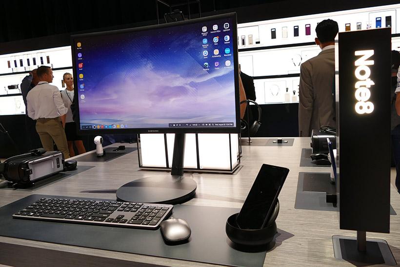 ↑「Samsung DeX」でディスプレイにPC風画面を表示