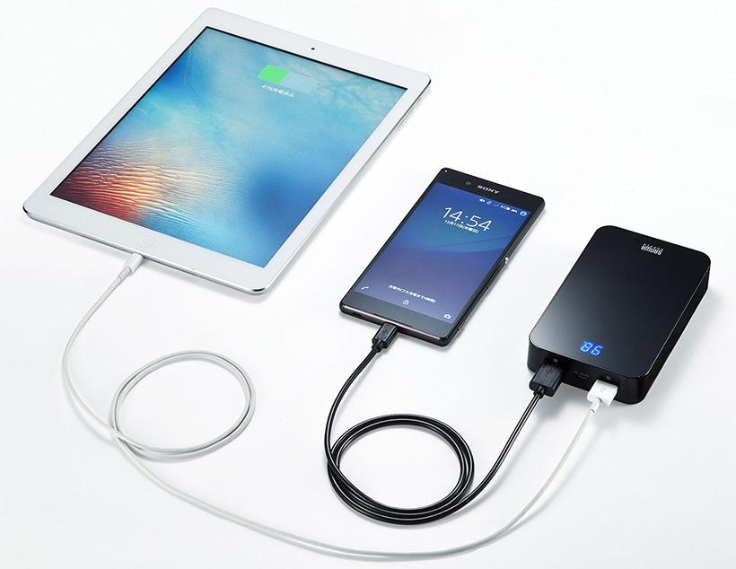 ↑スマホとタブレットを同時充電もできます