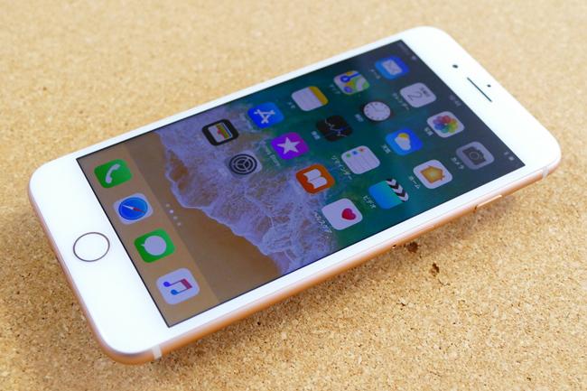 iPhone 8 Plus(ゴールド)の前面