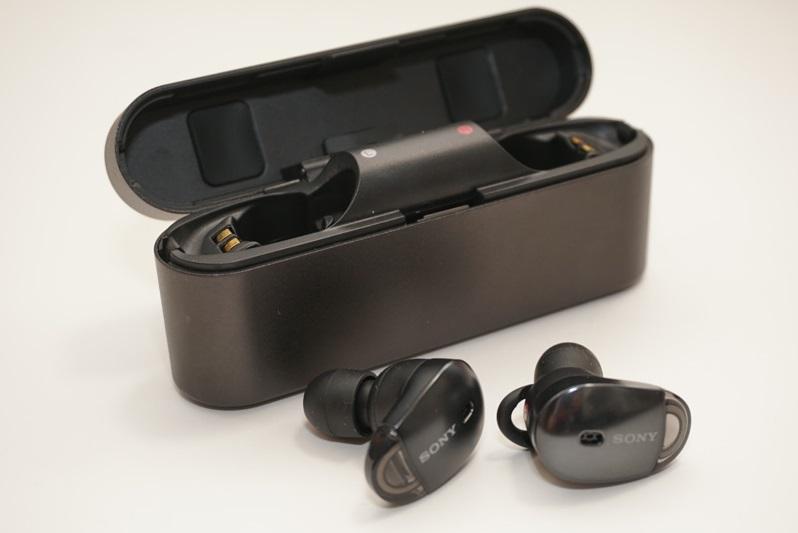 ↑ソニー初の完全ワイヤレスイヤホン「WF-1000X」をレポート。カラバリにはブラックとシャンパンゴールドの2色がある