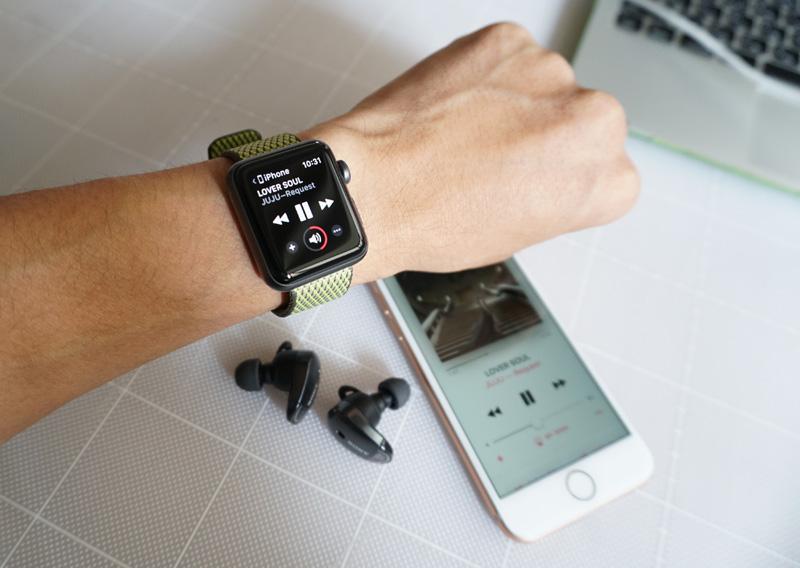 ↑WF-1000Xは本体のボタンなどで音量調節が行えない。もしApple WatchをiPhoneと一緒に使っていれば、バッグからスマホを取り出さなくてもウォッチでボリュームが調節できるのでぜひ試してみてはいかがだろうか