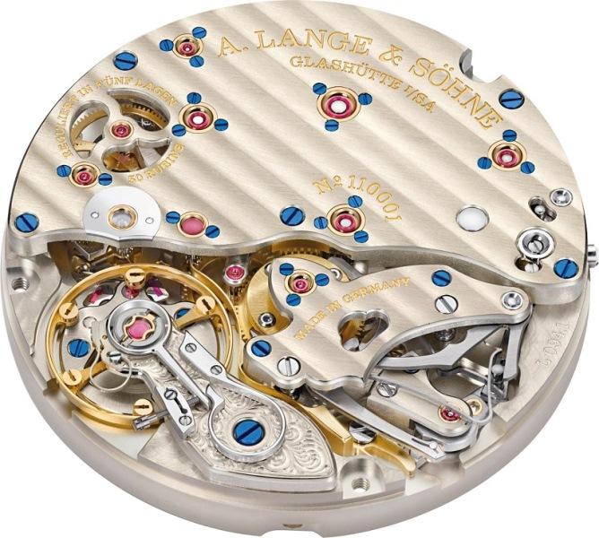 ↑完全マニュファクチュールで作り出されるムーブメントは美術品のよう!秒針をゼロ位置に戻す「ゼロリセット機構」も確認できる