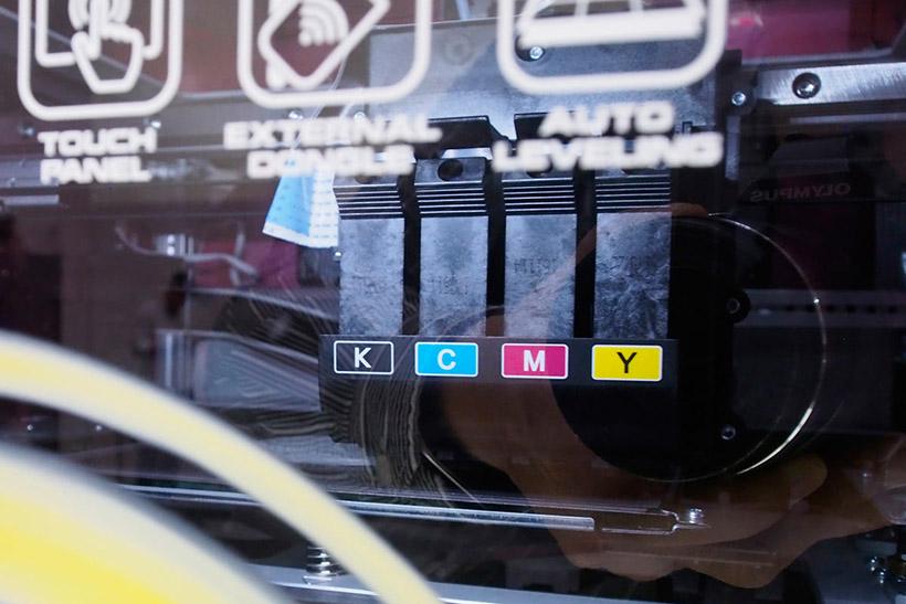 ↑内部にはインクジェットプリンターのようにインクタンクが並ぶ