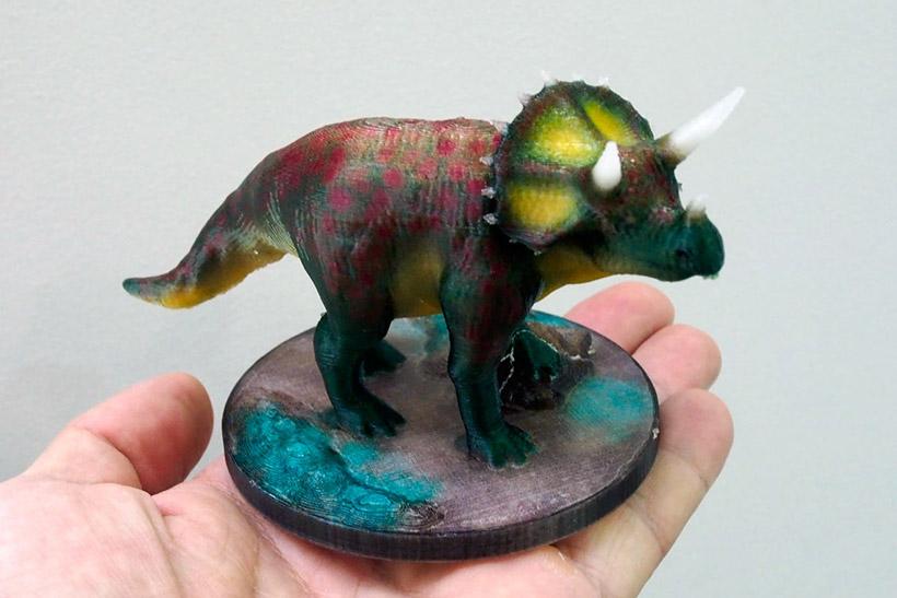 ↑恐竜の出力例。淡い色でしっかりカラーリングされている