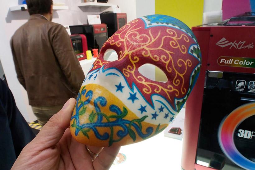 ↑直接肌に触れるようなフェイスマスクも色落ちの心配がない