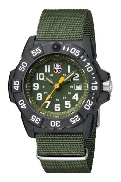 ↑ルミノックス「Navy SEAL 3500 SERIES」4万6440円/Ref.3517/クオーツ/200m防水/直径45mm、厚さ14mm