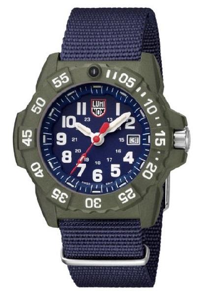 ↑ルミノックス「Navy SEAL 3500 SERIES」4万6440円/Ref.3503.ND/クオーツ/200m防水/直径45mm、厚さ14mm