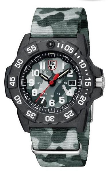 ↑ルミノックス「Navy SEAL 3500 SERIES」4万8600円/Ref.3507.PH/クオーツ/200m防水/直径45mm、厚さ14mm