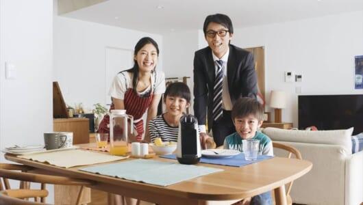こやつ、AIBO級にかわいいかも…!? 家族の会話を支えるソニーモバイルの対話ロボ「Xperia Hello!」