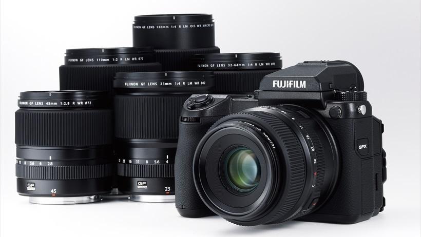 ↑富士フイルムのGFX 50Sは、32.9×43.8㎜という大きなセンサーを備え、画素数は5000万超。既存の中判デジタルカメラに比べ、大幅なコンパクト化を実現。レンズやファインダーなどのアクセサリーが豊富に用意されているのも魅力だ