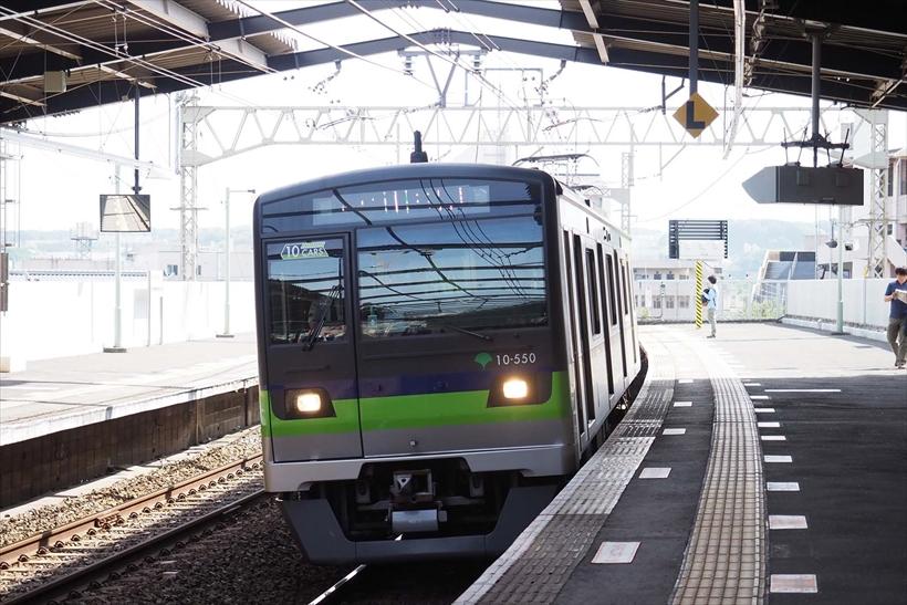 ↑列車を約18コマ/秒の高速連写で捉えた。従来のミラーレス機のAFでは厳しい条件だが、EM-1マークⅡなら問題なく撮影できる。80ミリ相当 シャッター速度優先オート(F2.8 1/2000秒) ISO800 WB:オート