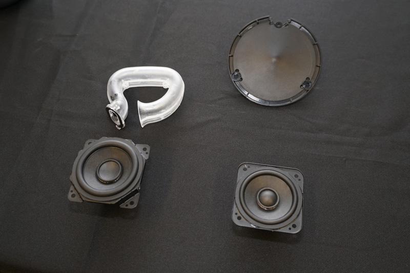 ↑スピーカーユニットはフルレンジとサブウーファーの2ウェイ構成