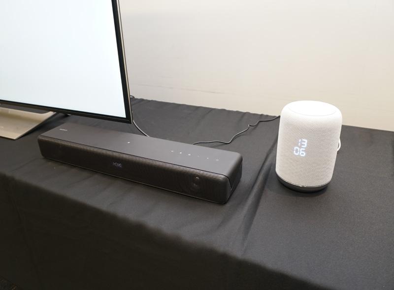 ↑Chromecast built-inの機能に対応するオーディオ製品にコンテンツをストリーミングできるだけでなく、Works with the Googleアシスタントのサービスに対応する製品はシンプルな音楽再生も音声コマンドで操作できる