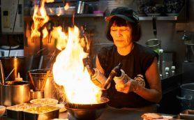 若々しいパワフル女将が愛にあふれた一杯を提供する「麺家うえだ」ーーサニーデイ・サービス田中 貴とRockなRamen
