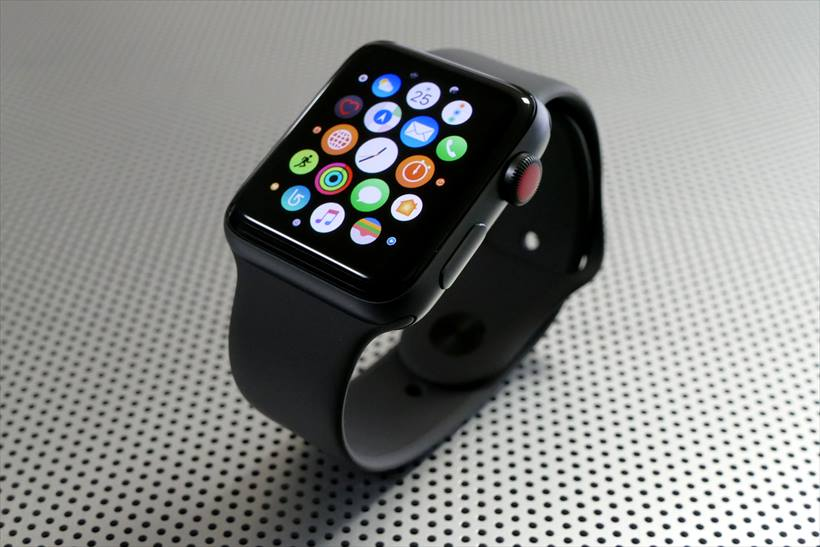 ↑Apple Watch Series 3のGPS + Cellularモデル(42mmスペースグレイアルミニウムケース×ブラックスポーツバンド)。