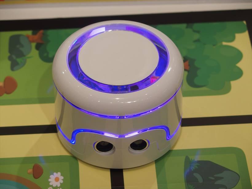 ↑ペーパークラフト ロボット「KamiBot」。実売価格は2万5920円。