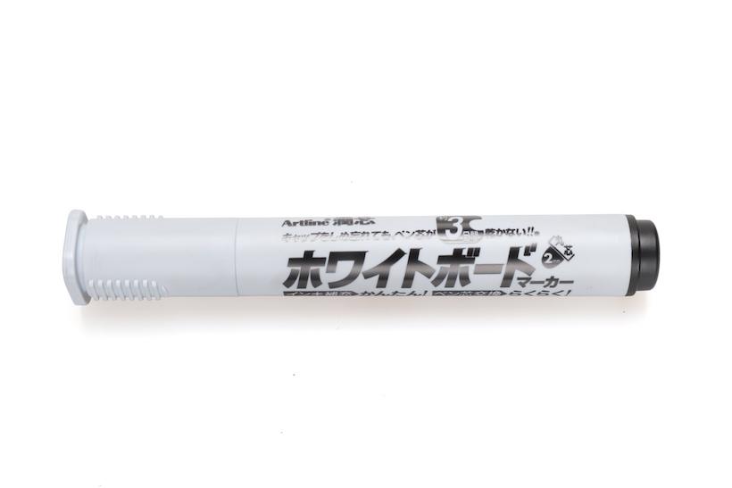 ↑シヤチハタ「潤芯ホワイトボードマーカー」丸芯 赤・青・緑・黒 各162円