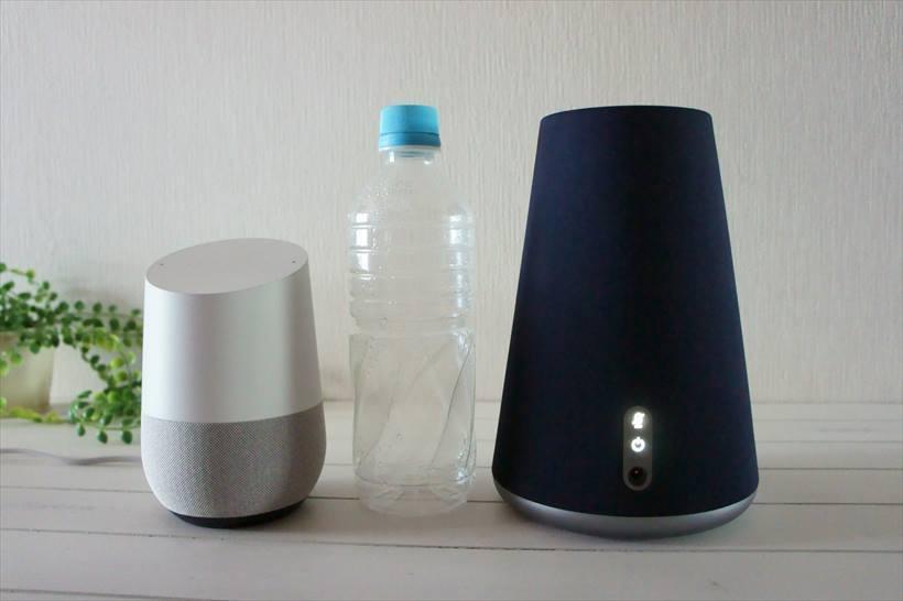 ↑ペットボトル(500ml)との比較。Clova WAVEのサイズだとテーブルでは存在感がある