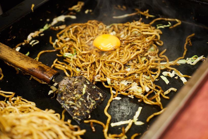 ↑焼きそばは肉の入らないシンプルなタイプ。卵が入ることで味がマイルドになる