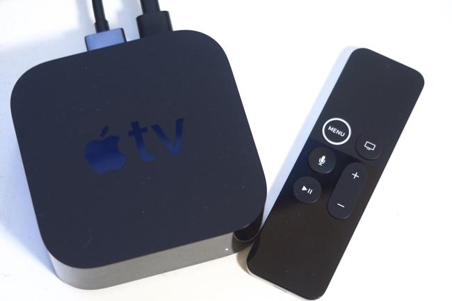 本体サイズは高さ35×幅98×奥行98mm、重量は425g。Apple TVのリモコン「Siri Remote」が付属する