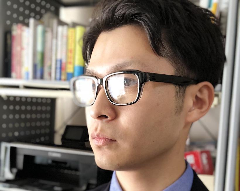 ↑眼鏡をかけた状態で検証。問題なく認証された