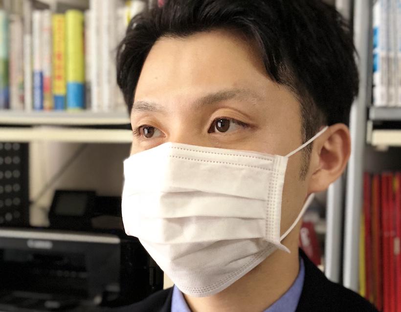 ↑一般的なマスクを装着。顔の大部分が隠れることもあり、Face IDは使えなかった