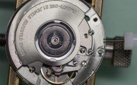 """【腕時計の""""べからず""""集】ついやりがち!? リューズの高速回転は部品が摩耗する原因に"""