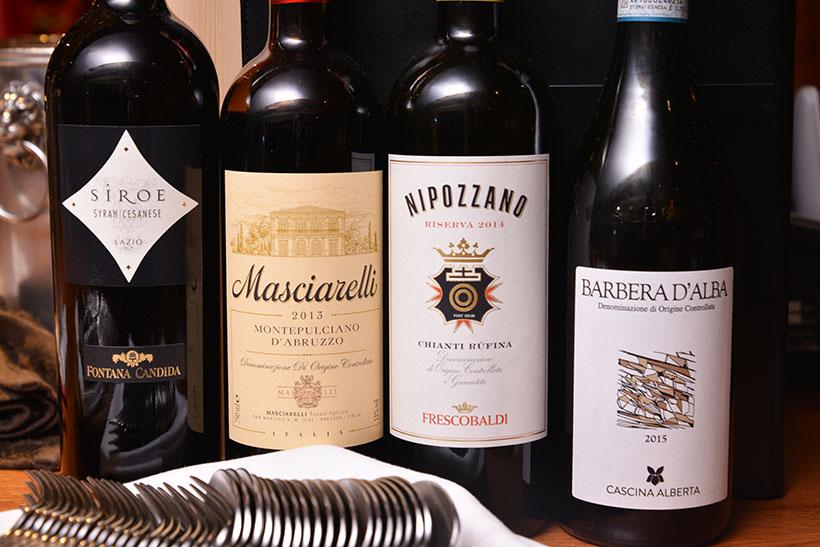 ↑赤ワインはあえてイタリア産のみに絞ってセレクトしているとか。メインの肉料理と相性ピッタリ!