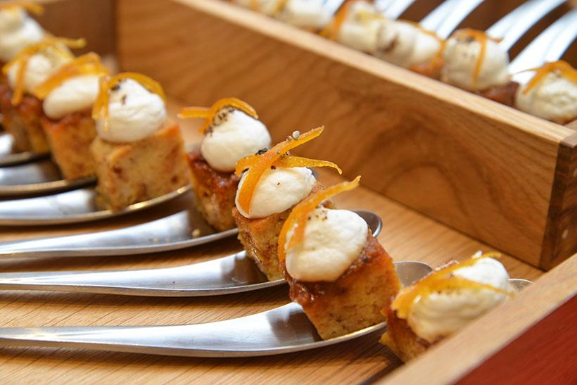 ↑料理4:オレンジピールプディング。焦がしキャラメルとブッラータチーズのクリームを添えて