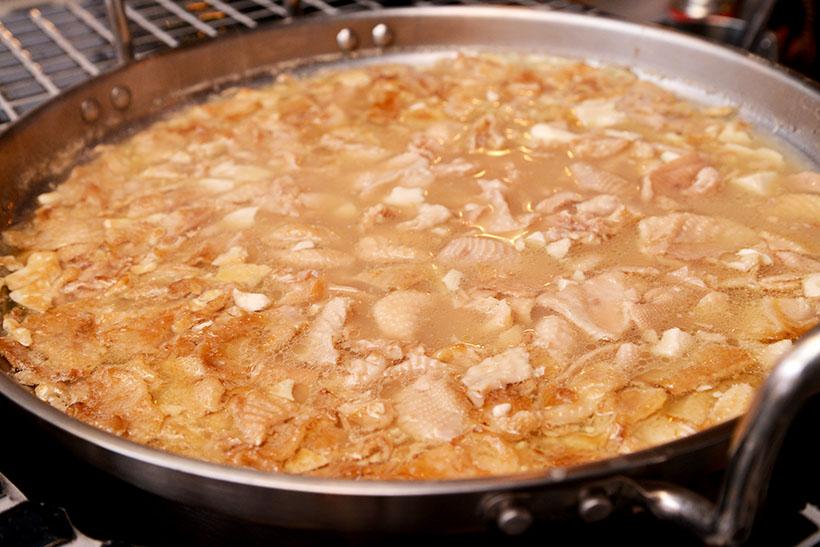 ↑大鍋でじっくり煮込みます